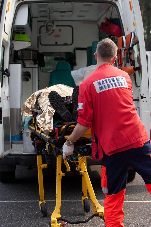 Do poszkodowanego mężczyzny przyjechał zespół podstawowy P12. Ratownicy mogli wykonać tylko podstawowe badania