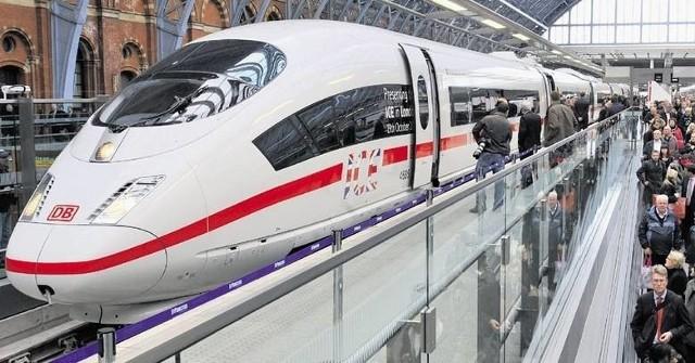 Centralny Port Komunikacyjny wybrał firmę, która wytyczny szlak kolei dużych z prędkości z Warszawy przez CPK do Łodzi. Ten odcinek szybkiej kolei ma być wybudowany jako pierwszy. CZYTAJ DALEJ NA KOLEJNYM SLAJDZIE>>>