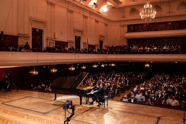 Do trzeciego etapu XVIII edycji Konkursu Chopinowskiego zakwalifikowało się 23 pianistów, w tym trzech studentów Akademii Muzycznej im. F. Nowowiejskiego w Bydgoszczy: Szymon Nehring, Jakub Kuszlik i Kamil Pacholec.