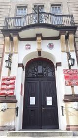 Ponownie zamknięte zostało główne wejście do miasteckiego ratusza. Burmistrz zawiesza przyjmowanie mieszkańców, nieczynne CIT