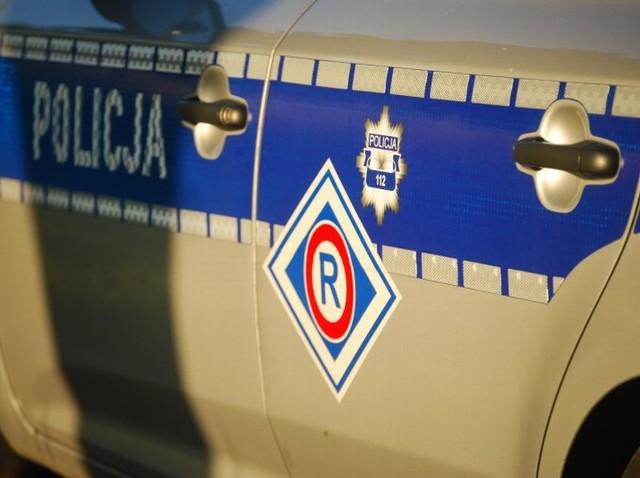 Policja szuka kierowcę uciekiniera.