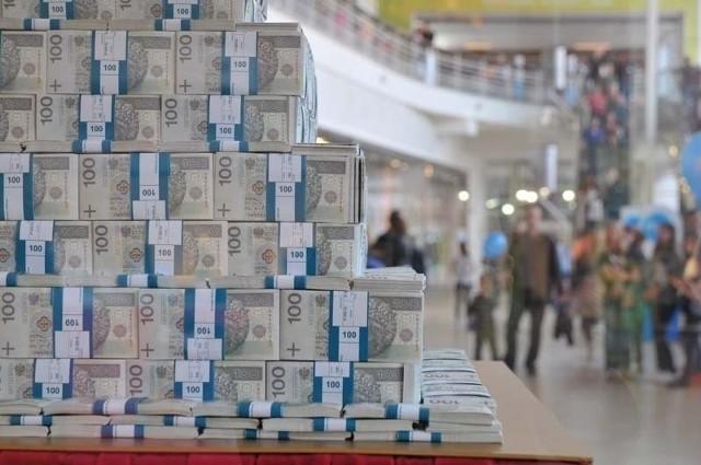 """Najbogatsi nie przejadają swoich zarobków, a najczęściej inwestują w myśl zasady """"pieniądz rodzi pieniądz"""""""