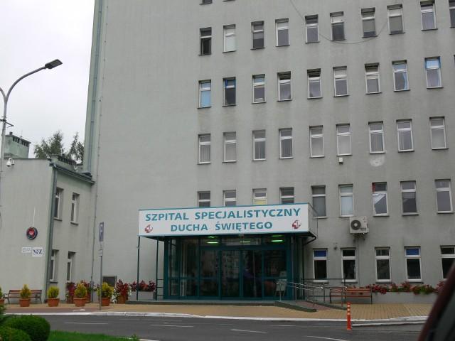 W Specjalistycznym Szpitalu Ducha Świętego w Sandomierzu powstał obszar buforowy, na którym będą leczeni pacjenci zakażeni  COVID 19. To następstwo decyzji wojewody świętokrzyskiego, który zadecydował, że sandomierska lecznica będzie przyjmowała zakażonych pacjentów na oddział kardiologii i leczenia zawałów serca oraz  oddział neurologii.