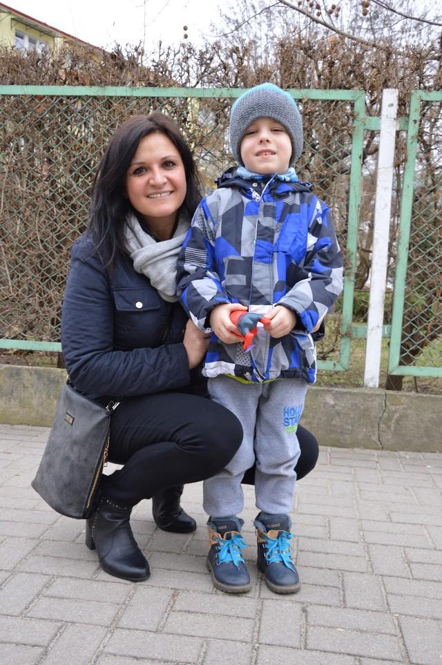 - 500 złotych na dziecko to duża pomoc dla rodzin - mówi Anna Mucha z Nysy. - Nie dziwię się, że jest tak duże zainteresowanie.