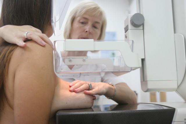 Pacjentki leczone z powodu raka piersi to największa grupa, która wymaga rehabilitacji. Średni czas oczekiwania na rehabilitację w oddziałach to ponad pół roku, a w sanatorium nawet dwa lata