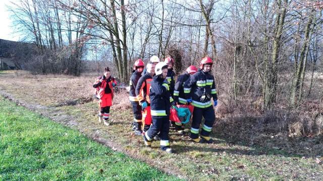 Strażacy z Powiśla w tym roku już dziewięć razy pomagali ratownikom medycznym w transporcie pacjenta. Za cały ubiegły rok podobnych interwencji mieli zaledwie pięć.