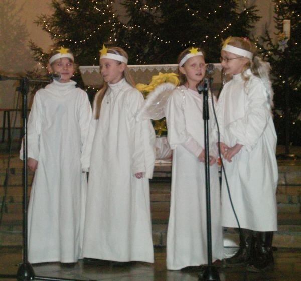Na zdjęciu (od lewej): Roksana Szepela, Magdalena Urbańczyk, Agnieszka Zygmund i Marlena Respondek z I klasy SP Staniszcze Wielkie-Kolonowskie.