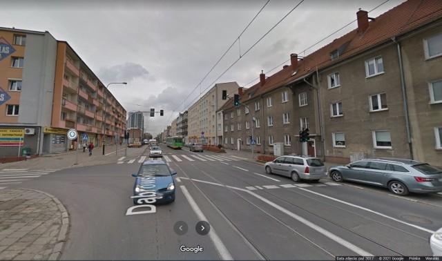 W poniedziałek, 8 marca, około godz. 10.40 doszło do wypadku na ul. Dąbrowskiego. Jak informuje dyżurny MPK, samochód ciężarowy potrącił pieszego. Na miejsce została wezwana policja. Są utrudnienia w ruchu.