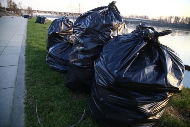 Akcja sprzątania nabrzeża Wisły w Grudziądzu - 17 kwietnia