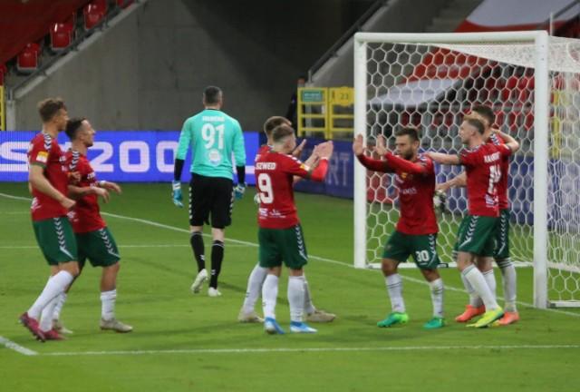 Piłkarze Zagłębia Sosnowiec wreszcie odnieśli ligowe zwycięstwo pokonując w Chojnicach Chojniczankę 3:1