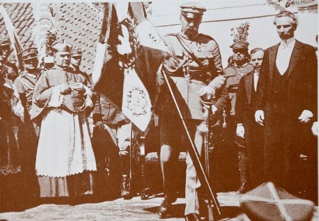 Ks. Hałko w delegacji witającej marszałka Piłsudskiego podczas wizyty w Białymstoku, 21 sierpnia 1921 r.