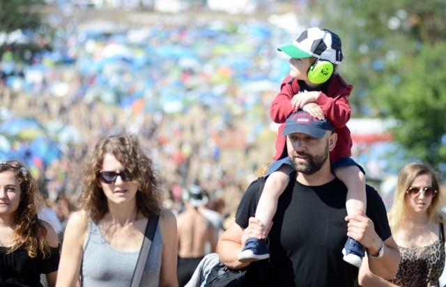 Dzieci na Przystanku Woodstock 2016. Wielu rodziców zdecydowało się zabrać na ogromny festiwal swoje pociechy.