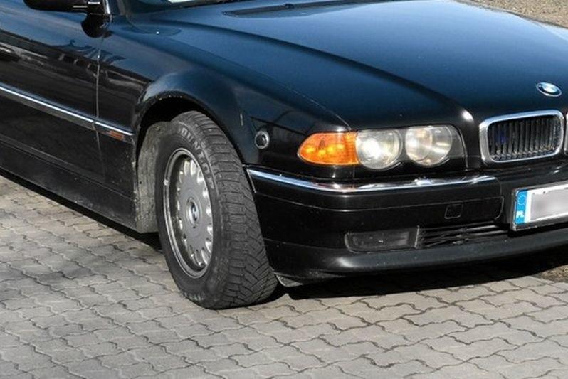 Dwaj młodzieńcy kradli elementy karoserii do aut marki BMW.