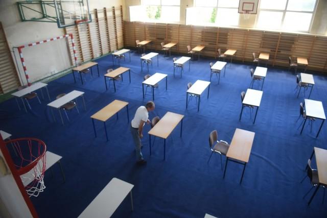 Próbne matury 2021 już w marcu. Uczniowie będą musieli stacjonarnie przystąpić do próbnych egzaminów