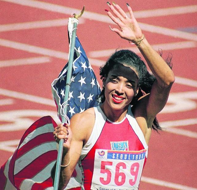 Florence Griffith-Joyner to rekordzistka świata na 100 i 200 m. Nigdy nic jej nie udowodniono, ale wiele osób posądzało ją o doping. Te oskarżenia spotęgowała jej nagła śmierć w 1998 roku. Miała wówczas zaledwie 39 lat
