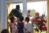 Batman, Robin i Flash w Katowicach. Superbohaterowie odwiedzili szpital na ul. Ceglanej