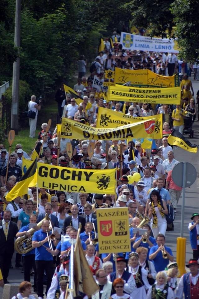W ubiegłym roku Kaszubów gościł Pruszcz Gdański, gdzie przyjechało kilka tysięcy osób. Dodajmy, że takie zjazdy organizowane są cyklicznie od 1999  roku. Kaszubi gościli już w niemal  we wszystkich głównych miastach Pomorza