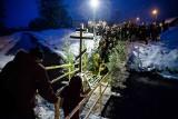 Prawosławne Święto Chrztu Pańskiego na rzece Supraśl w Gródku. Prawosławni zanurzali w wodzie krzyż (zdjęcia)