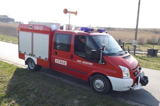 W ostatnich dniach akcje informacyjną wzywająca mieszkańców powiatu proszowickiego do pozostania w domach prowadzili strażacy