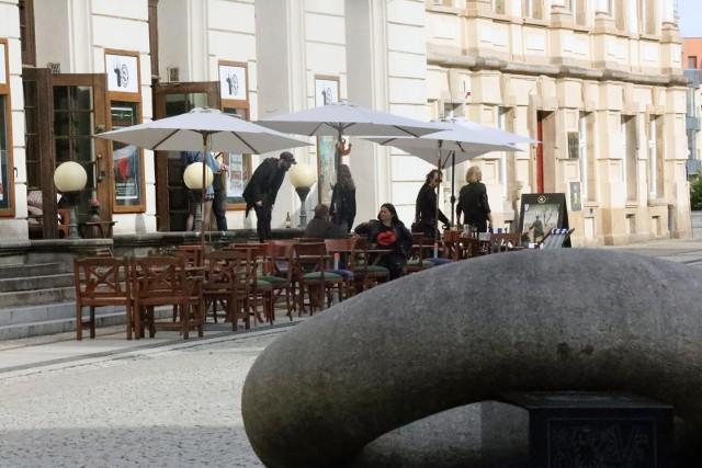 Nowe obostrzenia w Holandii. Żeby wejść do restauracji, muzeum czy kina trzeba mieć tak zwaną przepustkę covidową
