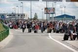Ewakuacja pasażerów z gdańskiego lotniska. Znaleziono podejrzany pakunek? [ZDJĘCIA]