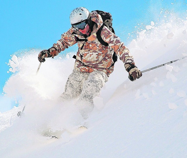 Freeskiing to narciarstwo dla indywidualistów. W Bielsku-Białej powstają specjalne narty o nazwie Majesty dla miłośników tej formy szusowania w puchu czy poza trasami