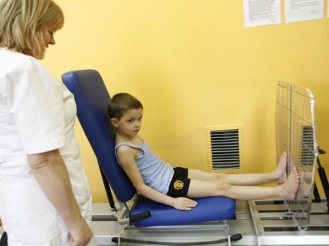 Hubert Kowalewski jest pierwszym pacjentem, który korzystał z najnowszego trainera funkcjonalnego do leczenia nóg