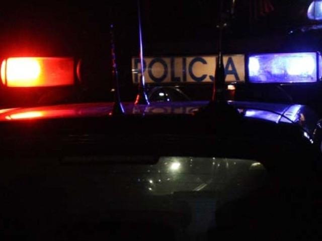 Zdumieni policjanci w miejscowości Dzięciołowo ujrzeli chwiejącego się kierowcę rozbitego forda wysiadającego z poloneza