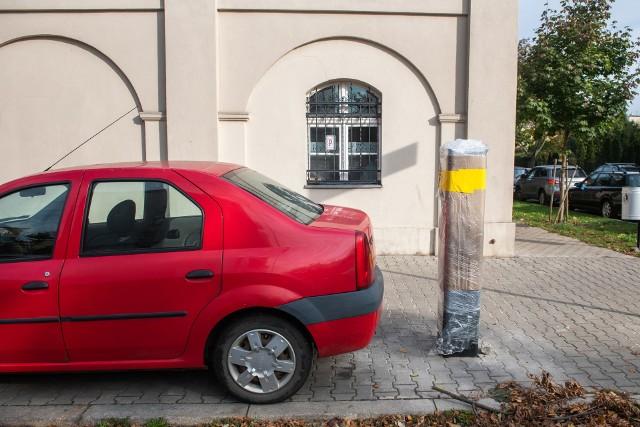 Od 1 lutego na Łazarzu i na Wildzie będzie wprowadzona strefa parkowania. Już teraz można kupić obowiązujące w niej identyfikatory mieszkańca.