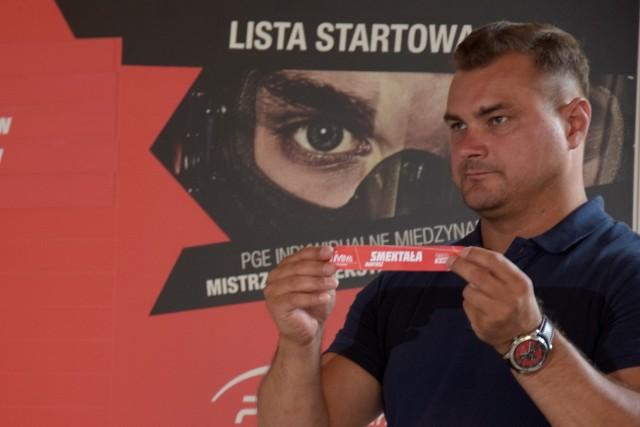 Leszek Blanik wylosował numery startowe zawodników.
