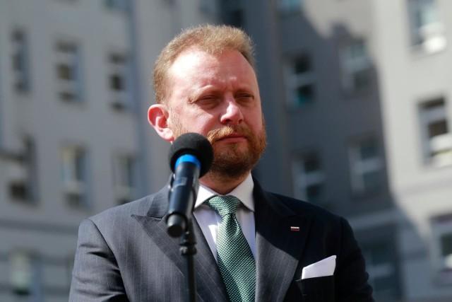 Dwa powiaty z województwa łódzkiego znalazły się na liście Ministerstwa Zdrowia. Oznacza to, że zostaną w nich przywrócone obostrzenia związane z koronawirusem. Jeden z powiatów jest tzw. powiatem czerwonym.WIĘCEJ INFORMACJI I LISTA POWIATÓW NA NASTĘPNYCH SLAJDAC