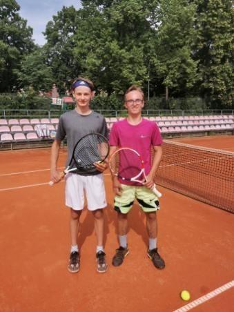 Gabriel Łosiewicz (z lewej) ma powody do zadowolenia po ostatnim turnieju