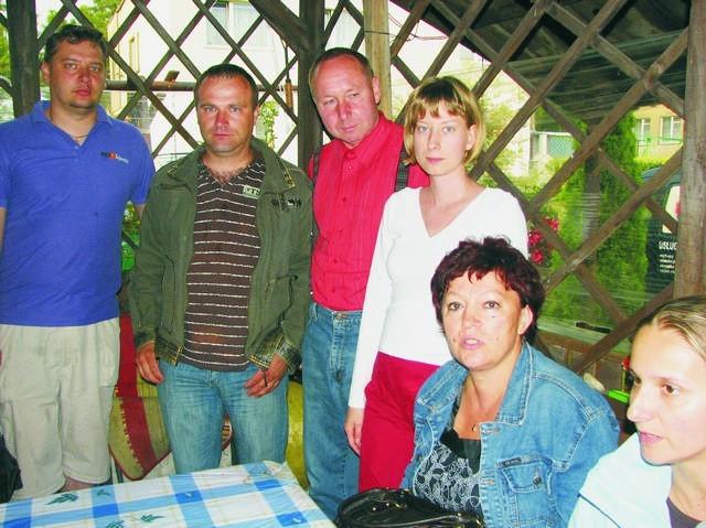 - Nie chcemy żyć w fetorze padliny  rybnej - mówią mieszkańcy Jarużyna
