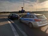 Policjanci z Nowej Soli odzyskali skradzioną mazdę. Złodziej wcześniej doprowadził do kolizji, nie miał prawa jazdy, był pijany...