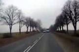 Pirat drogowy spowodował kolizję i uciekł. Ma już na koncie śmiertelny wypadek (wideo)