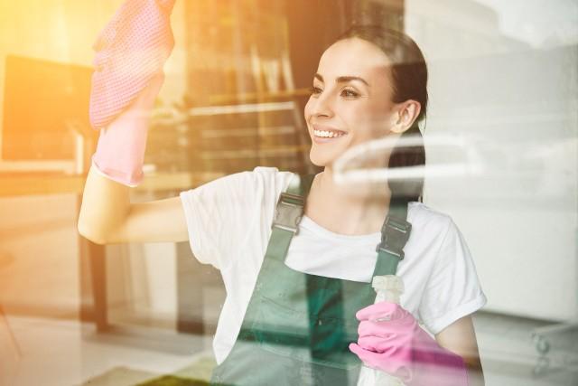 Podkręć spalanie kalorii, by łatwiej schudnąć i utrzymać wagę! Nie musisz od razu ćwiczyć, bo zużycie energii zwiększą też prace domowe i aktywności inne niż tylko bezczynne siedzenie! Sprawdź, ile kalorii pochłoną różne zajęcia i formy ruchu! Zobacz kolejne slajdy, przesuwając zdjęcia w prawo, naciśnij strzałkę lub przycisk NASTĘPNE.