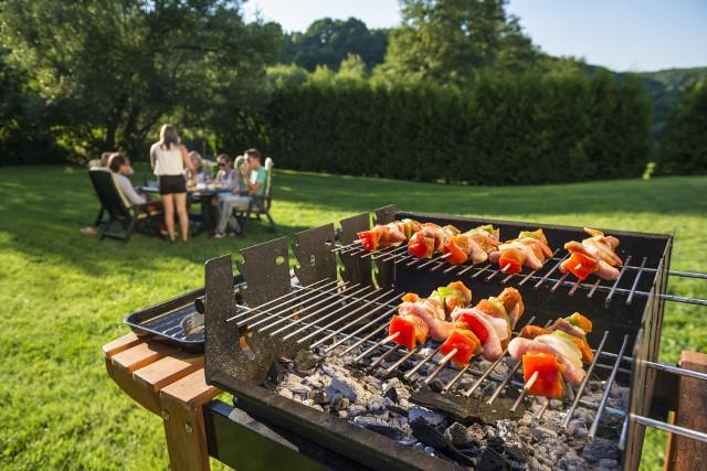 """Wybierając grill powinniśmy zastanowić się przede wszystkim nad jego wielkością i sposobem """"zasilania""""."""