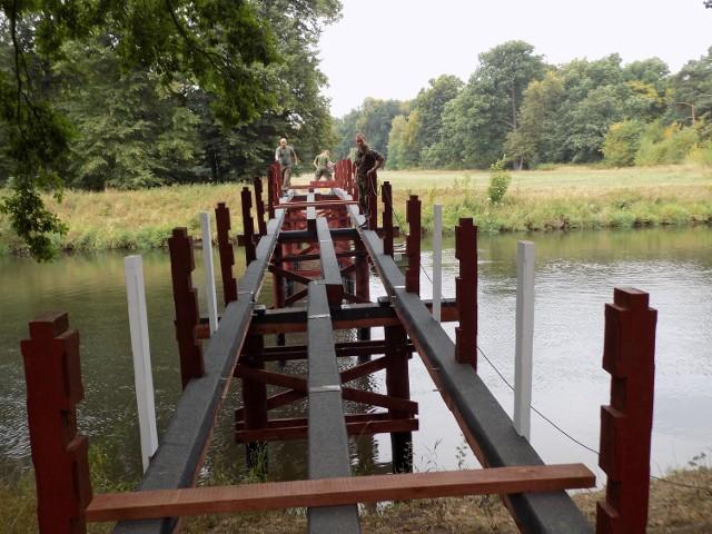 Tak wyglądała budowa mostu na kanale w Żaganiu kilka tygodni temu. Bardzo podobna konstrukcja niedługo stanie na Obrze.