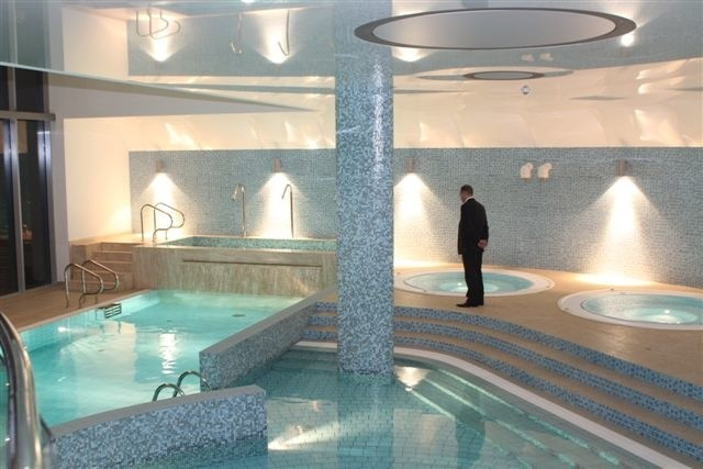 Na gości nowego hotelu czekają między innymi takie baseny!
