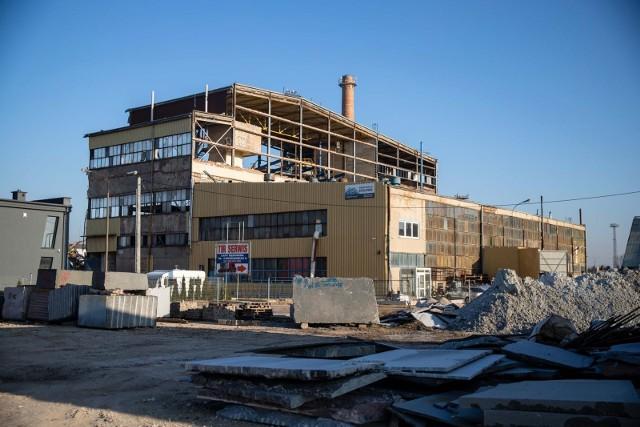 Trwa wyburzanie budynków byłej cukrowni w Łapach