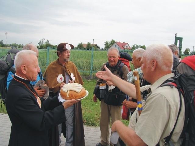 Na przejściu granicznym w Medyce dolnośląscy pielgrzymi zostali powitani chlebem i solą.