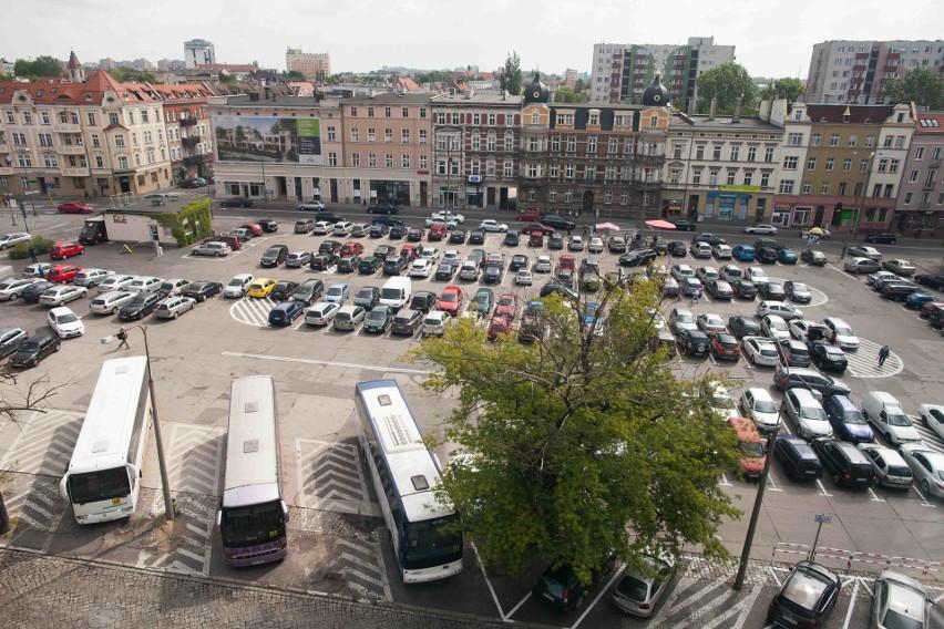 Powstanie podziemnego parkingu, połączona z rozbudową galerii Solaris Center, a także przebudowa placu nad parkingiem to jedna z najbardziej wyczekiwanych inwestycji w tym roku.