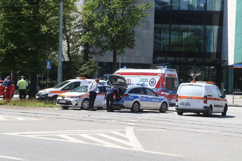 Wypadek na Powstańców Śląskich. Pieszy potrącony przez tramwaj (ZDJĘCIA)