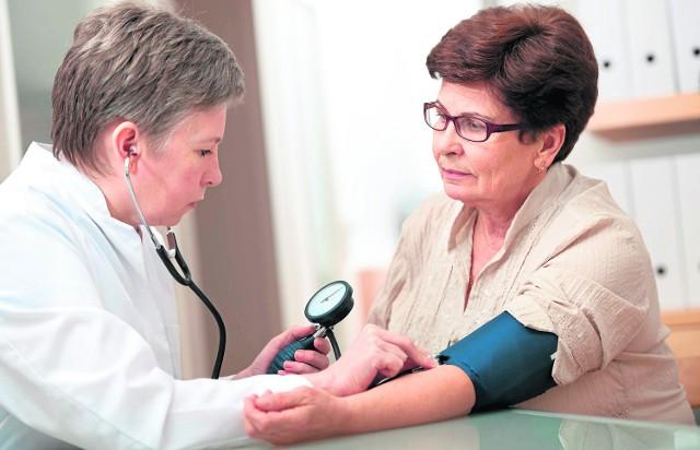 Przy nagłych zachorowaniach pacjent powinien zostać przyjęty przez lekarza rodzinnego w przycho-dni w dniu zgłoszenia. W innych przypadkach porady mogą być udzielane w uzgodnionym terminie