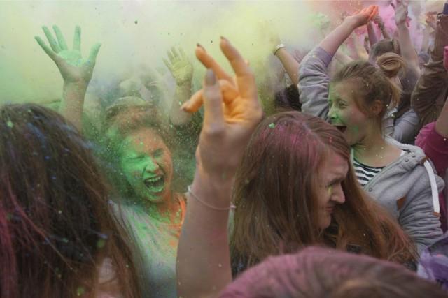 Park Śląski organizuje ciekawe wydarzenia. min. bitwę na kolory