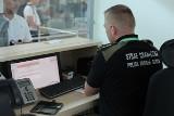 Poznań: Zamiast do Norwegii trafiła do aresztu. Na Ławicy zatrzymano oszustkę finansową
