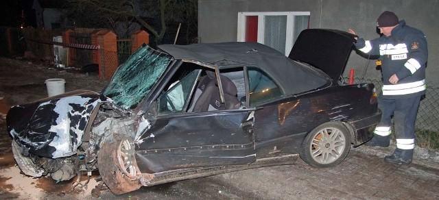 Auto jest jednak kompletnie zniszczone.