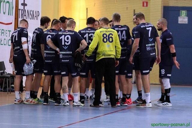 Piłkarz ręczni Grunwaldu Poznań mają czego żałować. Od wygranej w meczu z legniczanami dzieliły ich zaledwie dwie sekundy