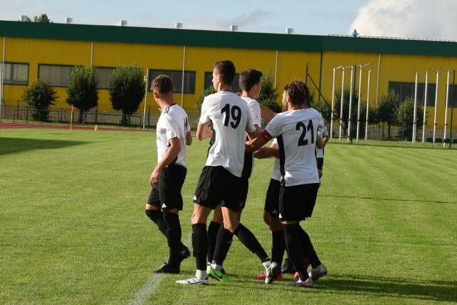 Piłkarze Pilicy Białobrzegi wysoko wygrali z Prochem Pionki.