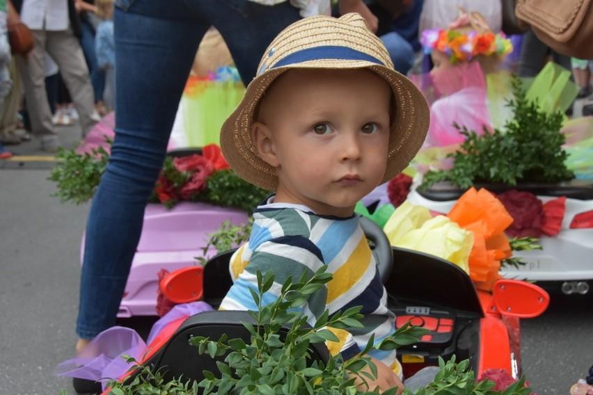 Otmuchów utonął w kwiatach. Rozpoczęło się Lato Kwiatów 2019. Impreza potrwa do niedzieli.